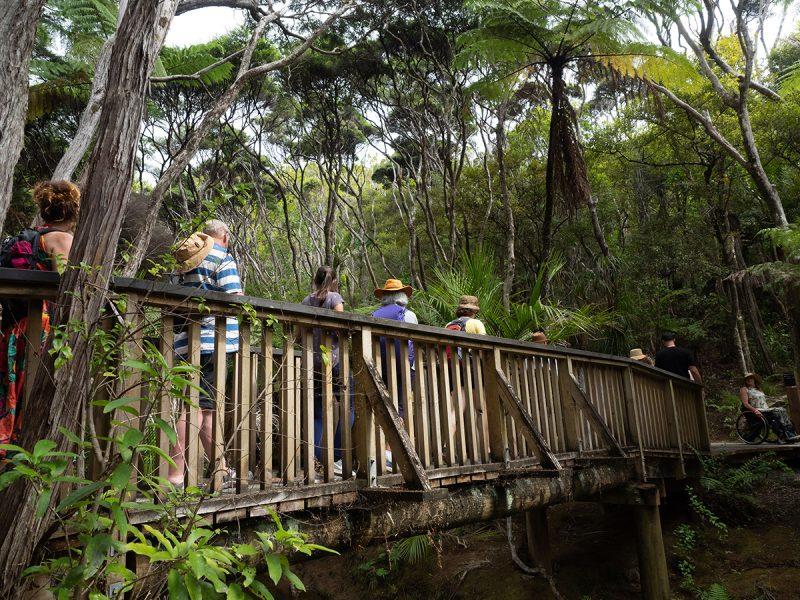 Crossing a bridge, hauntology of inheritance